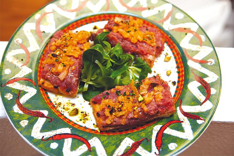 Crostino di tonno lardo pistacchio e melone la madia travelfood - Osteria con cucina francesco angelini ...