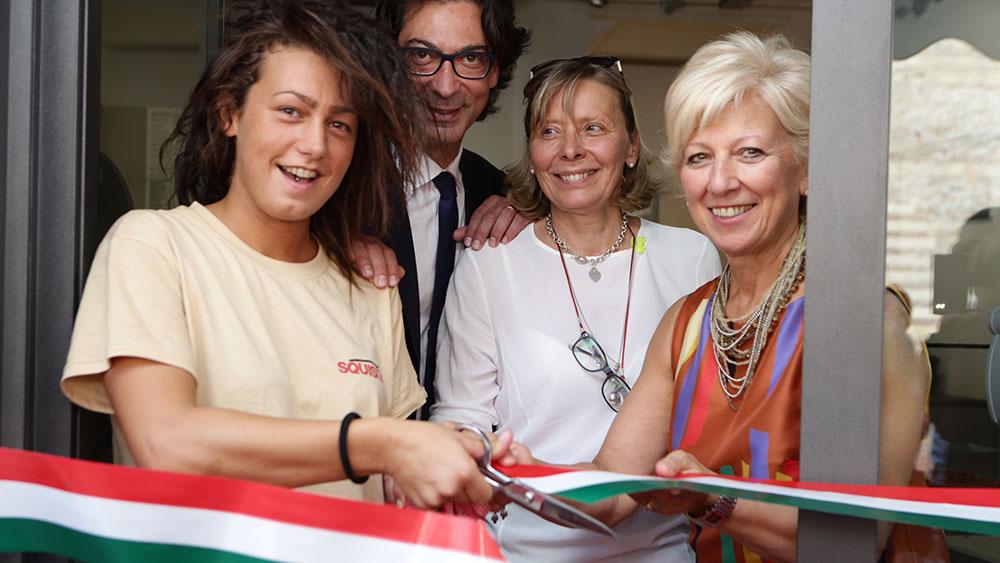 Squisito-Verona-Taglio-Nastro-Antonio-Tinelli-San-Patrignano-Anna-Leso-assessore-ai-servizi-sociali-del-comune-di-Verona