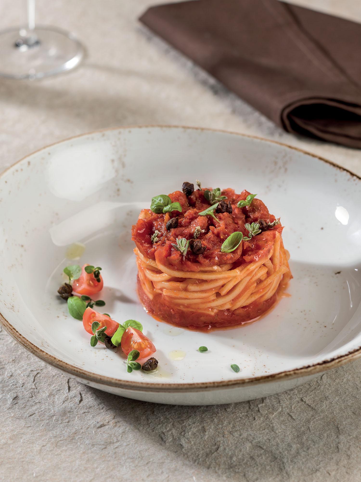 Spaghetti alla Chitarra con fonduta di pomodoro pachino e profumi mediterranei