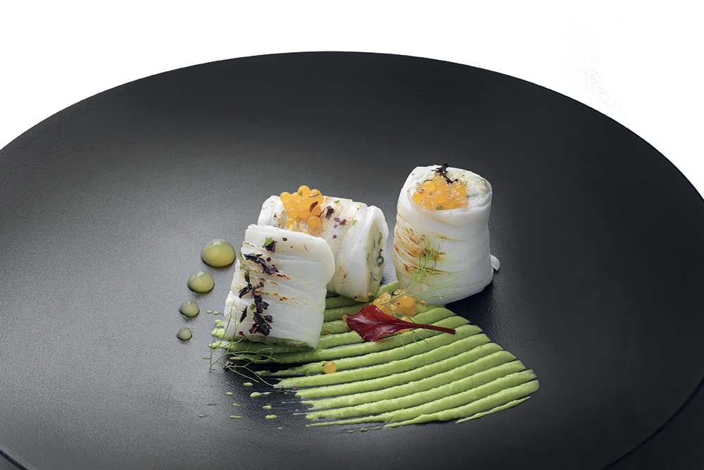Calamaro a tagliatella, mozzarella, quinoa, alghe, piselli, frutto della passione