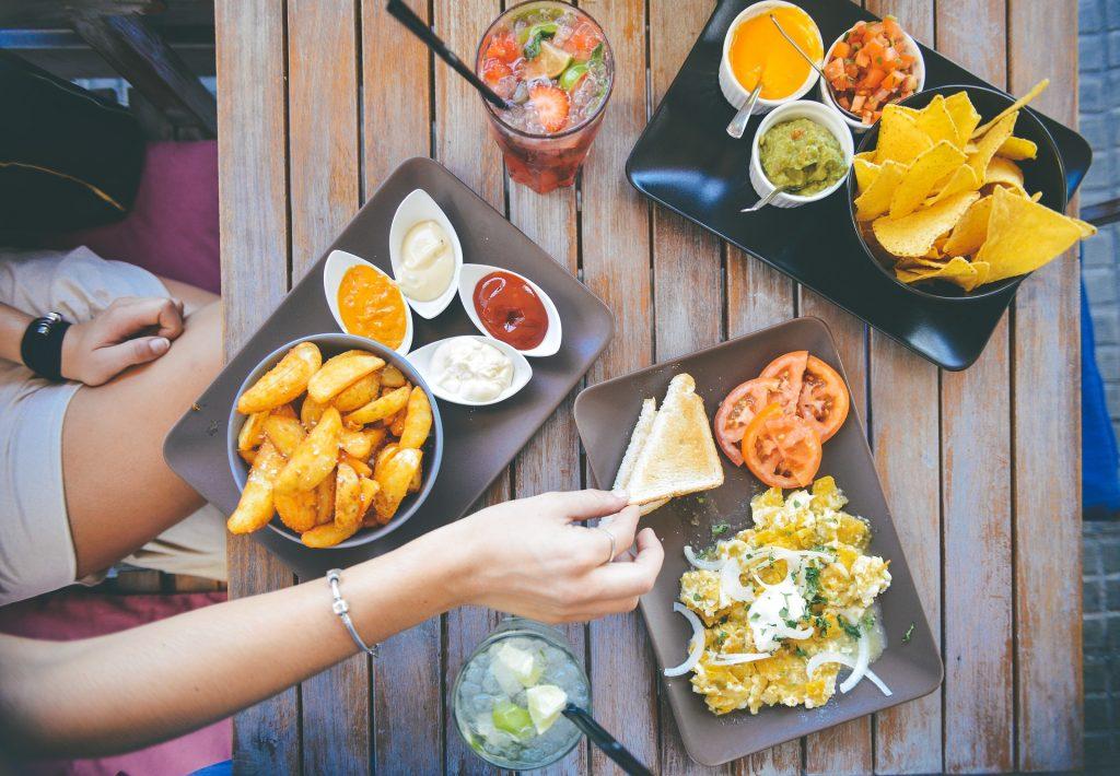 stili alimentari italiani: meno tempo per il cibo più consapevolezza per il benessere