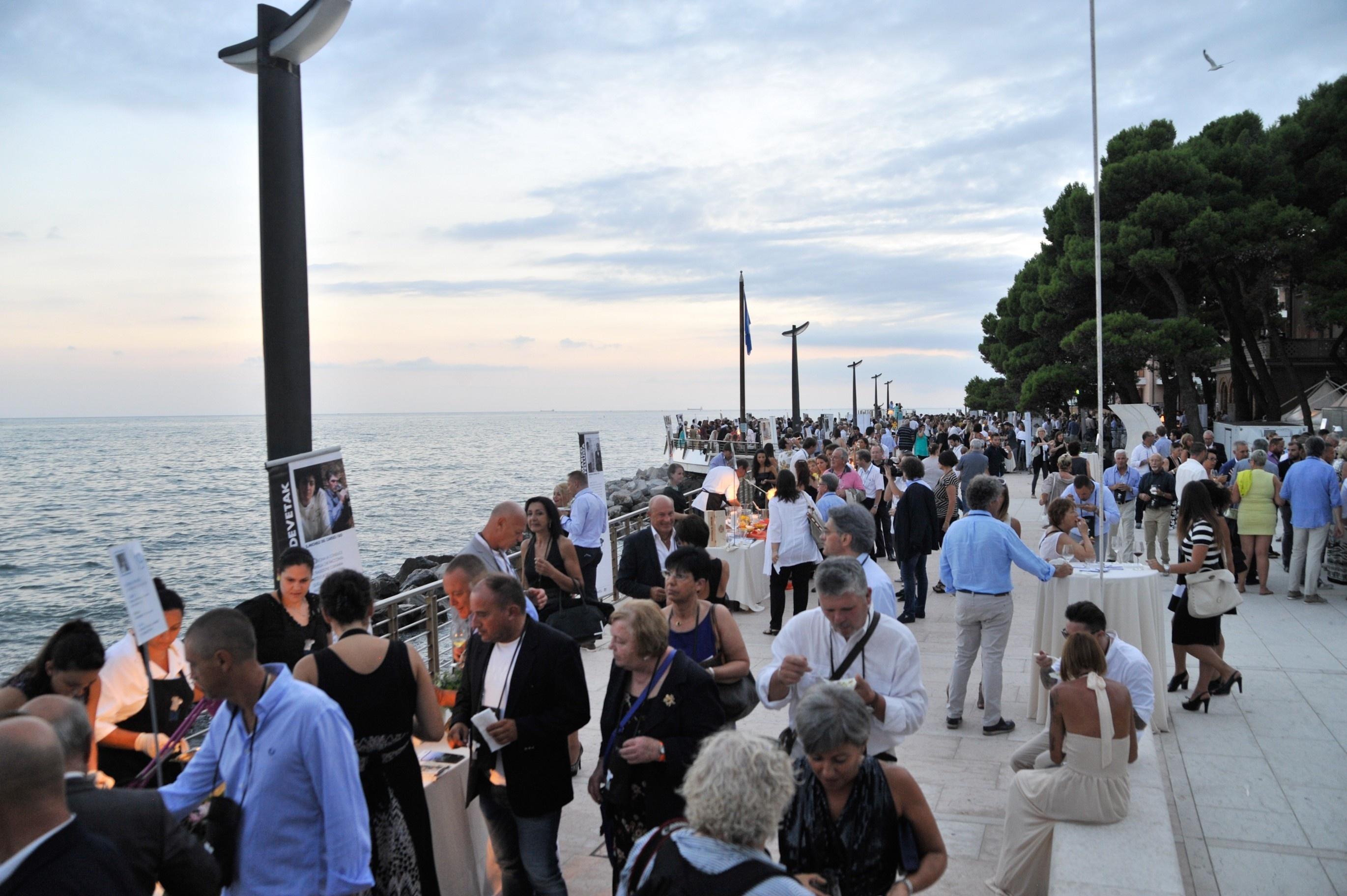 Friuli Venezia Giulia Via dei Sapori ha deciso di organizzare anche quest'anno un duplice Dinner Show a Grado