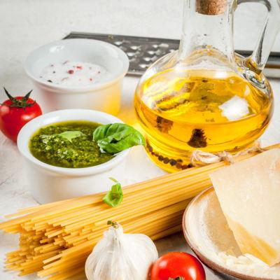 Pasta, spaghetti, pesto, aglio, pomodoro, olio