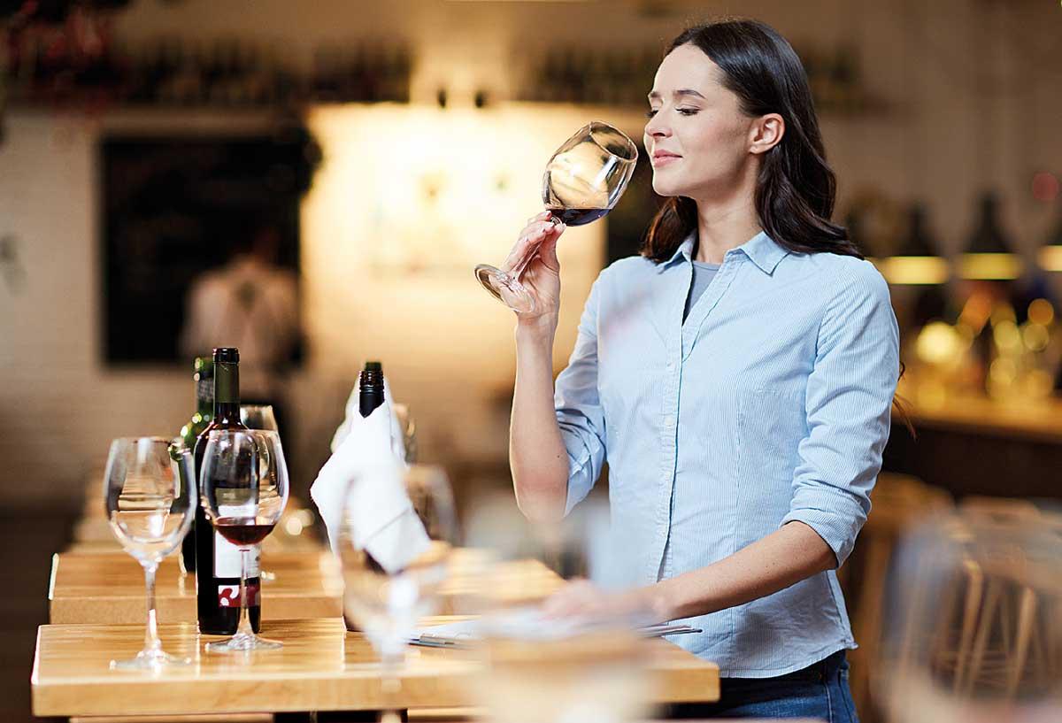 Si brinda alla salute quando si beve con consapevolezza. Il vino fa male?