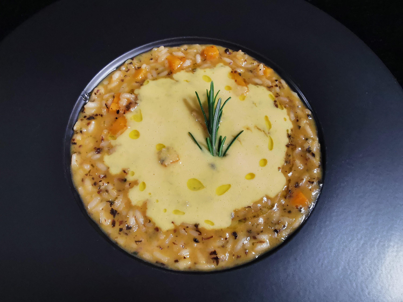 Risotto di zucca, millepunti tartufo e crema d'uovo al parmigiano