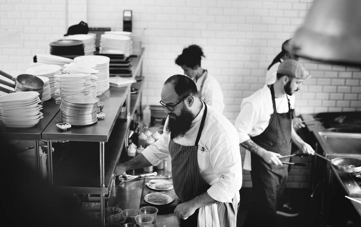 Petizione per togliere Stelle Michelin ai ristoranti che umiliano e abusano i dipendenti